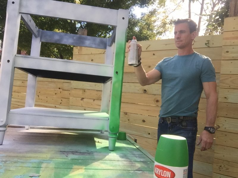 Using Krylon to paint the table base