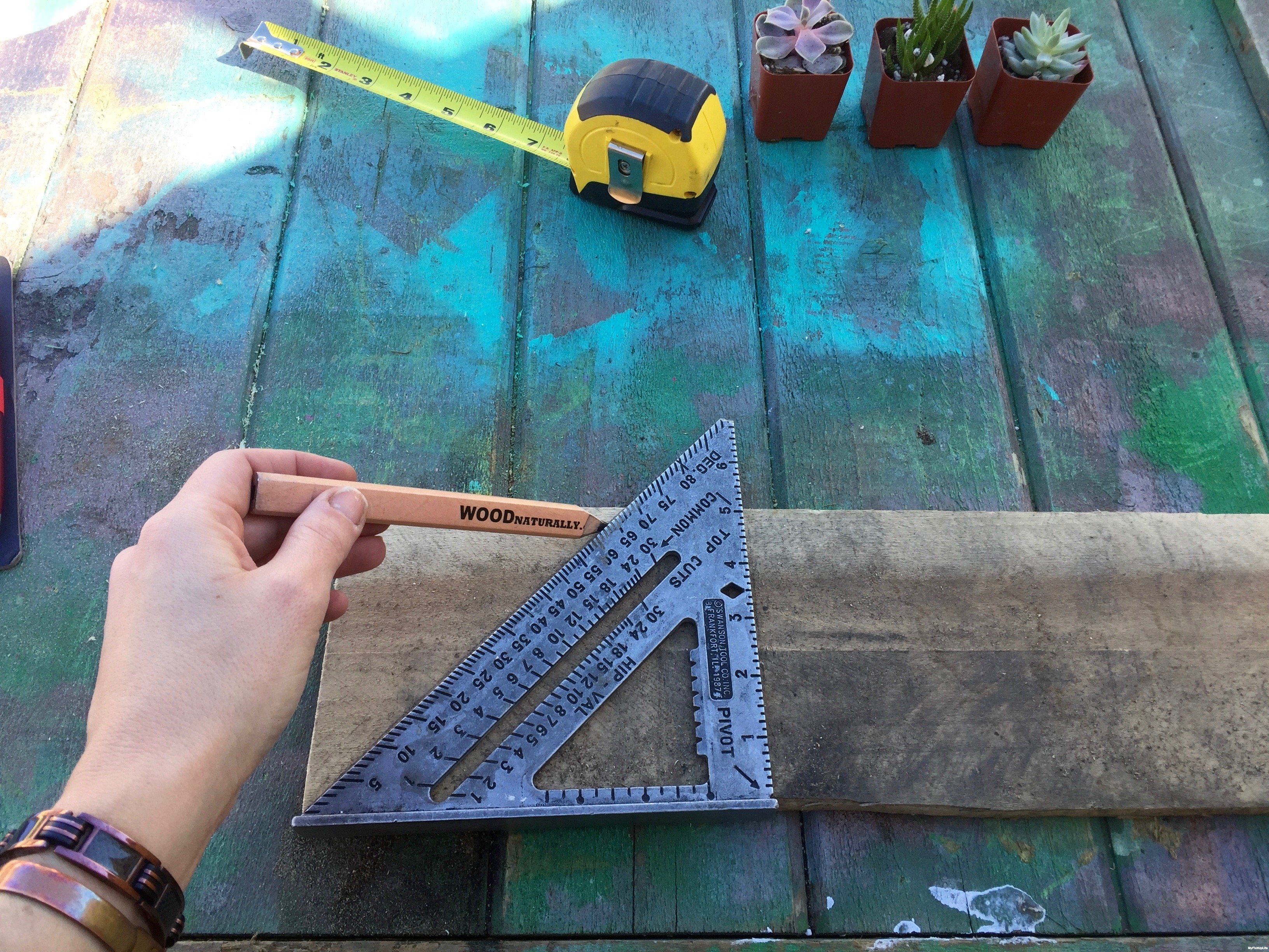 2-measure-pallet-wood-Minwax-Succulent-Pallet-Wood-Wall-Art