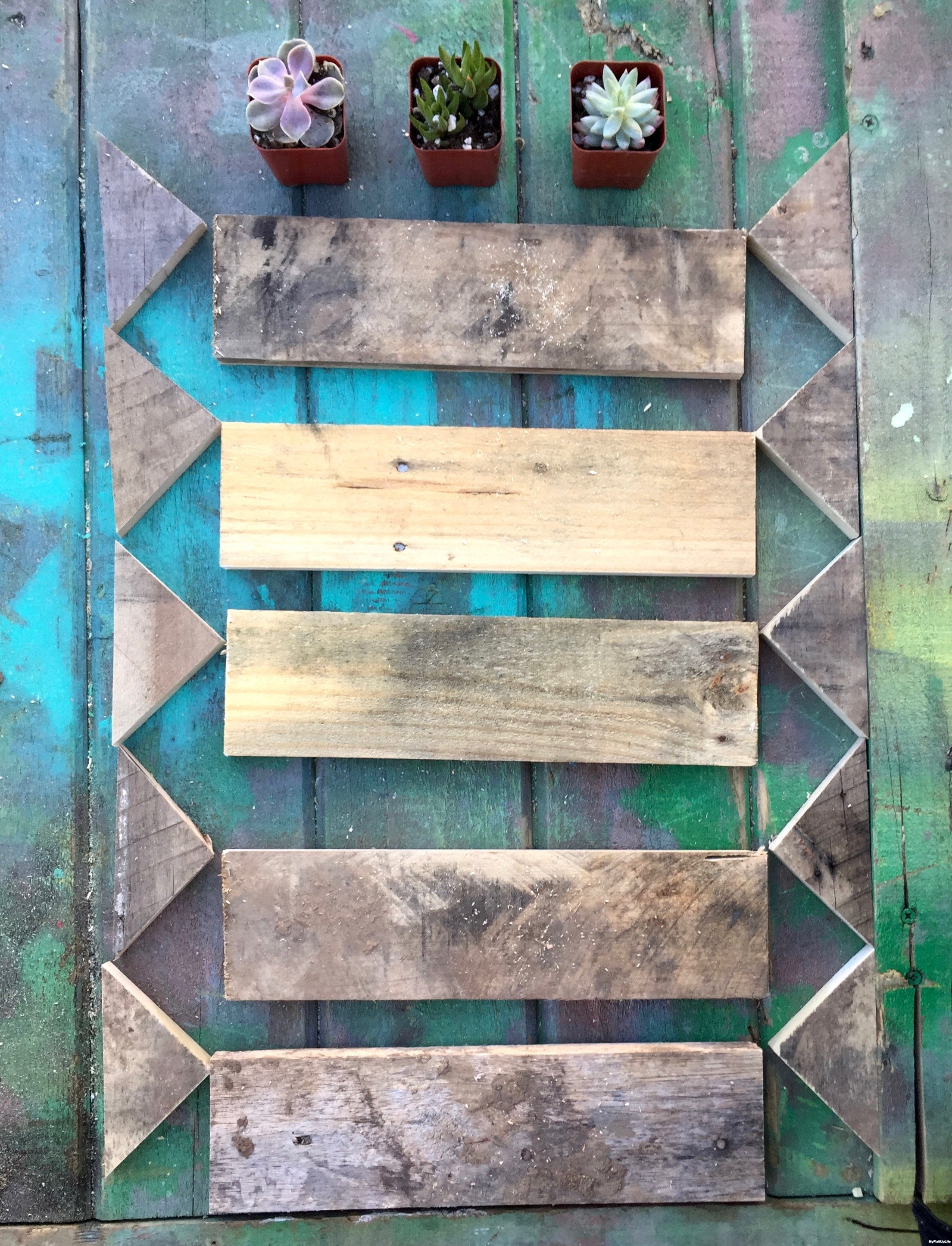 5-layout-the-pieces-for-the-planter-boxes-Minwax-Succulent-Pallet-Wood-Wall-Art