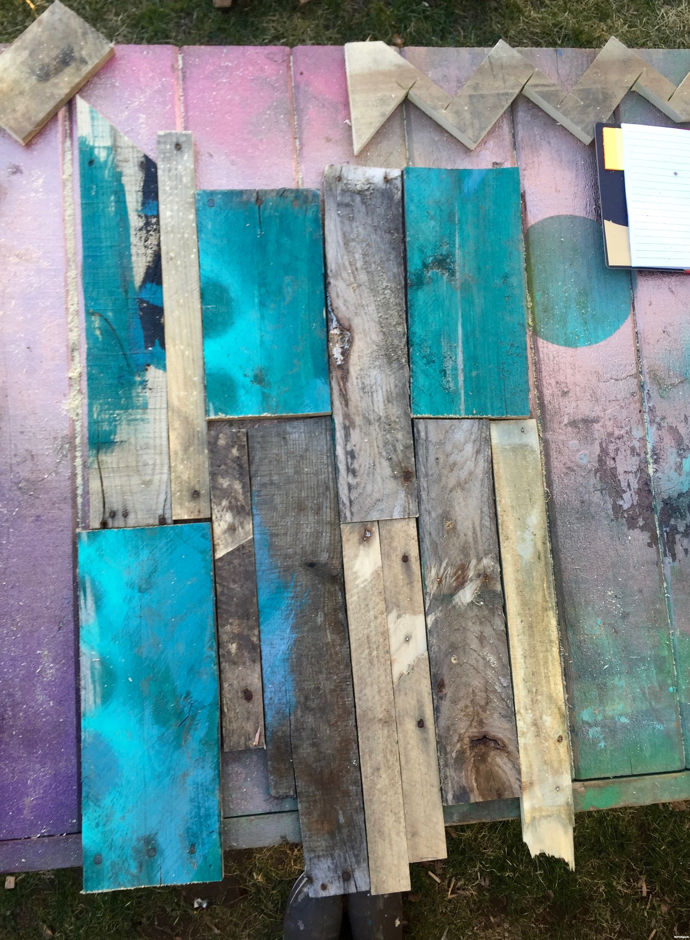 6-create-the-backer-for-the-planter-from-pallet-wood-Minwax-Succulent-Pallet-Wood-Wall-Art