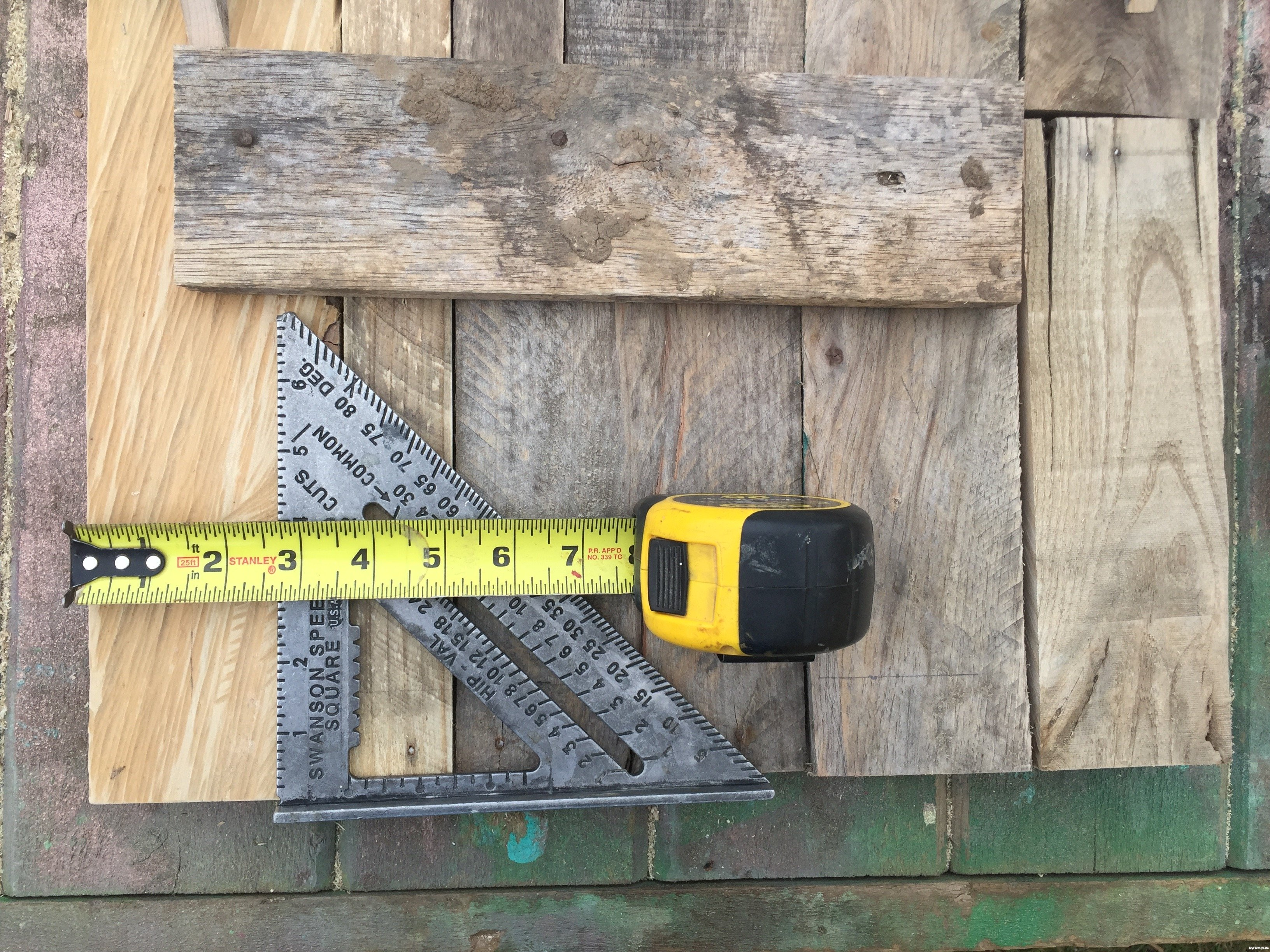 9c-measure-Minwax-Succulent-Pallet-Wood-Wall-Art