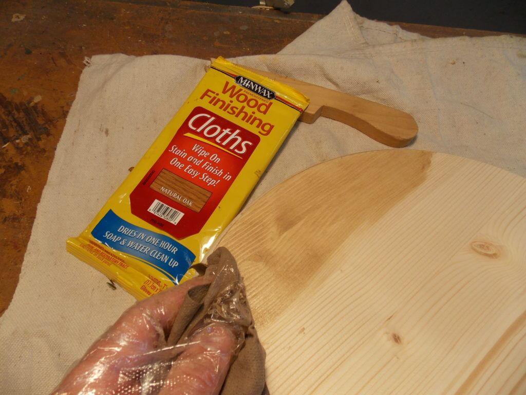 Applying Minwax Wood Finishing Cloths to Pine Top